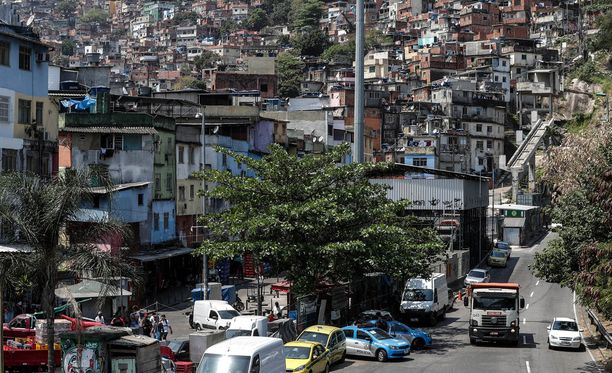 Rocinhassa asuu ainakin reilut 200 000 ihmistä, mutta tarkkaa asukaslukua on vaikea arvioida.