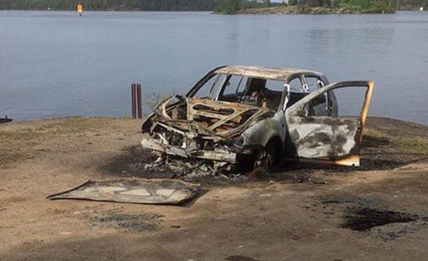 Teini-ikäinen poika löysi uhrin 22. toukokuuta palaneesta autosta.