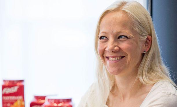 Kaisa Mäkäräinen oli mukana suomalaisnelikossa, joka voitti Otepäässä rulla-ampumahiihdon MM-kultaa.