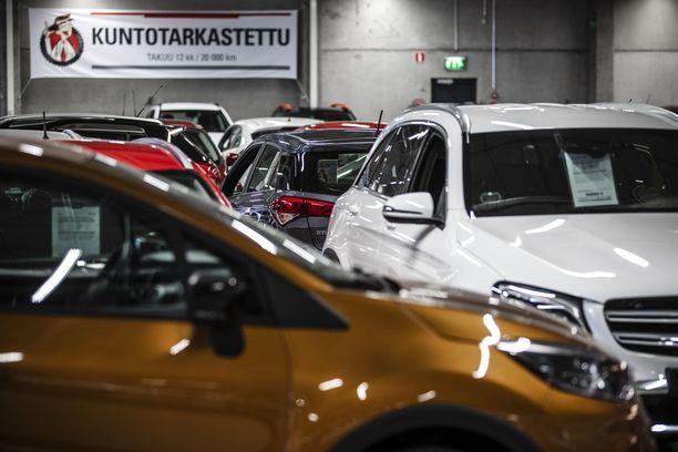 Auton hinta putoaa alkurysäyksen jälkeen keskimäärin 7 -  10 prosenttia vuodessa.