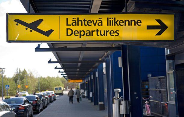 Monet matkaajat pääsivät Helsinkiin vasta yöllä.
