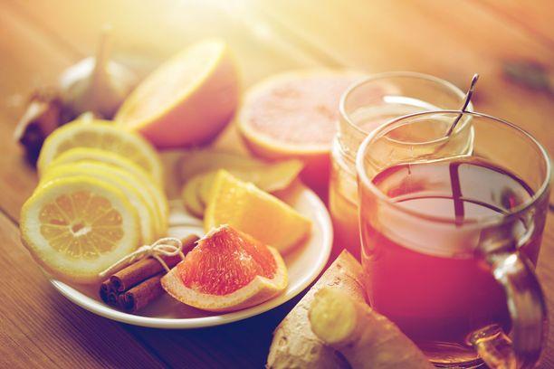 Ei pelkkä flunssajuoma. Inkivääriä ja sitruunaa voi kokeilla kohmeloisen olonsa lievittämiseen.
