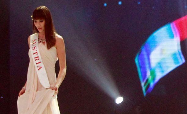 Ena Kadic kruunattiin Miss Itävallaksi kaksi vuotta sitten.