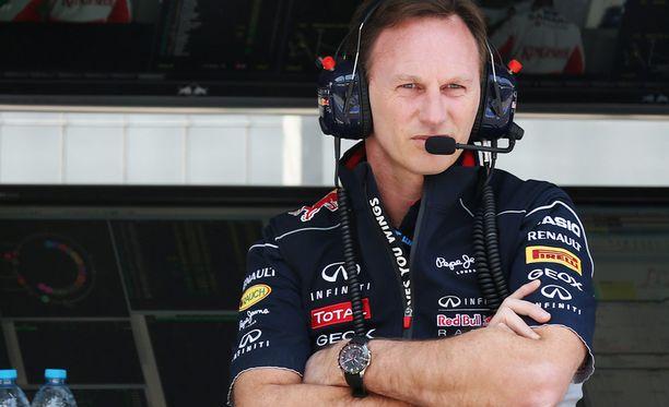 Christian Horner yrittää vakuuttaa, että molempia Red Bull -kuskeja kohdellaan tasapuolisesti.