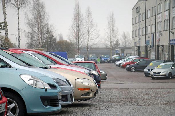 Suomalaiset ajavat autoillaan pidempään kuin länsi-Euroopan autoilijat.