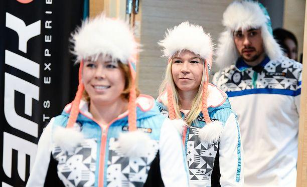 Suomen maajoukkueen asu Etelä-Korean talviolympialaisiin on nostattanut kritiikkiä.