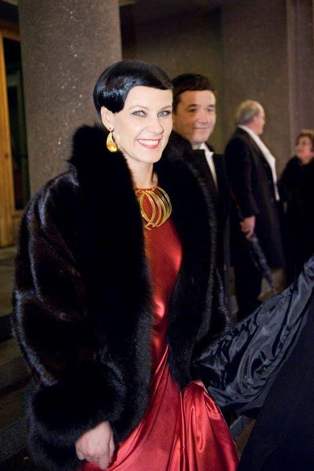 TURKISTYYLIÄ Marja Tiura ei epäröi jatkossakaan pukeutua turkiksiin.