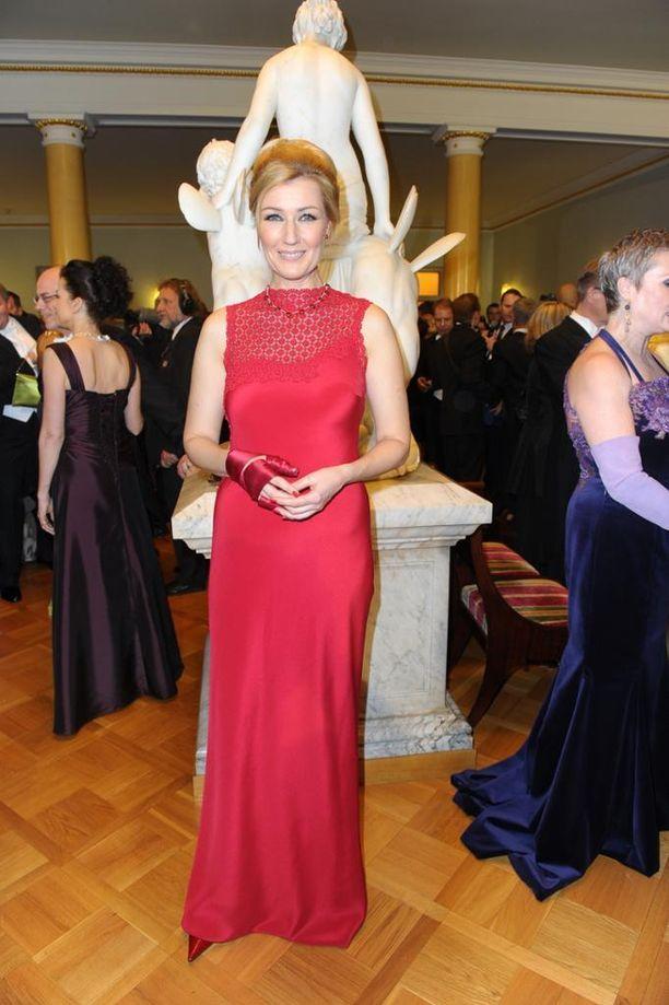 Vuonna 2011 Guzenina poikkesi tyylistään: hän pukeutui punaiseen ja sitoi hiuksensa kiinni.