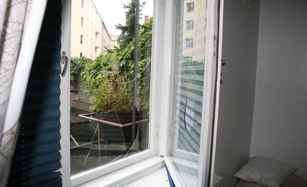 Poliisi muistuttaa, että asunnon tukalasta lämpötilasta huolimatta ei kkunoita tai ovia kannata jättää auki kotoa poistuessa (arkistokuva).