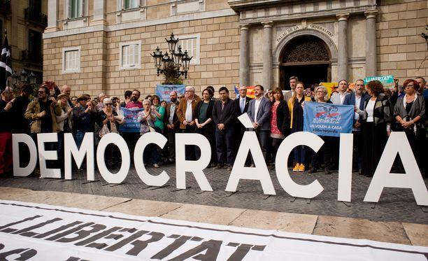 Torstaina Barcelonassa vastustettiin sitä, että Espanjan keskushallinto on ottanut Katalonian komentoonsa.
