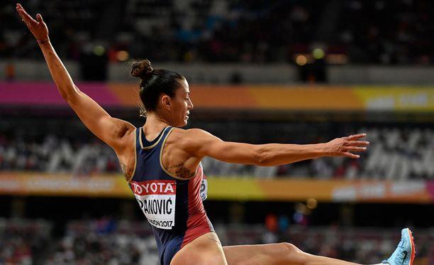 Ivana Spanovicin hyppy olisi riittänyt MM-mitaliin, mutta numerolappu oli eri mieltä.