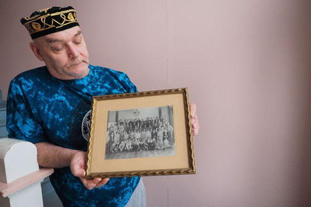Tataaritaustainen Ismail esitteli Iltalehdelle sukupotrettiaan viime vuonna.