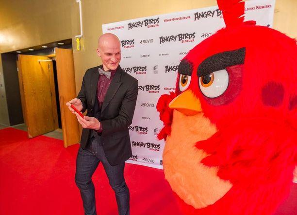 Angry Birds -elokuvan suomenkielisessä versiossa Red-linnun ääninäyttelijä on Riku Nieminen.