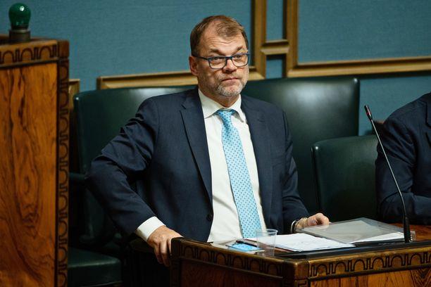 Pääministeri Juha Sipilä (kesk) eduskunnan ministeriaitiossa lokakuussa, kun eduskunnassa keskusteltiin hallituksen tiedonannosta pienten yritysten työntekijöiden irtisanomissuojan heikentämisestä ja hallituksen työllisyyspolitiikasta.