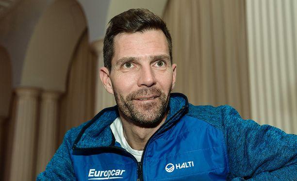 Janne Ahonen tekee 250 mäkihyppypukua vuodessa.