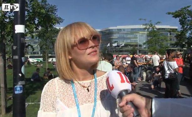 Anna Puu esiintyi konsertin alussa.