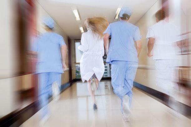 Mies oli todennäköisesti anastanut hoitajan vaatteet sairaalasta.