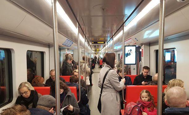 Mikäli metrojunat olisivat pidempiä, paloturvallisuus kärsisi.