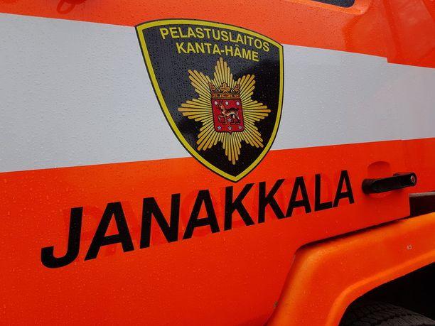 Pelastuslaitos sai tehtävän keskisuurena vaarallisen aineen onnettomuutena.