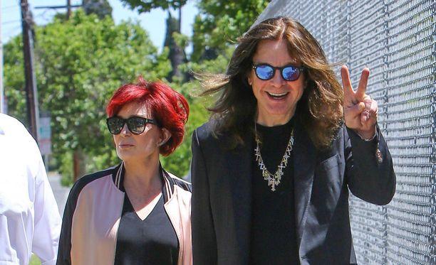 Ozzy Osbourne ja Sharon Osbourne selättivät ongelmat. Pariskunnalla on kolme aikuista lasta.