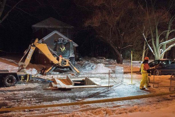 Kaivaukset Bruce McArthurin kodin lähellä jatkuvat.