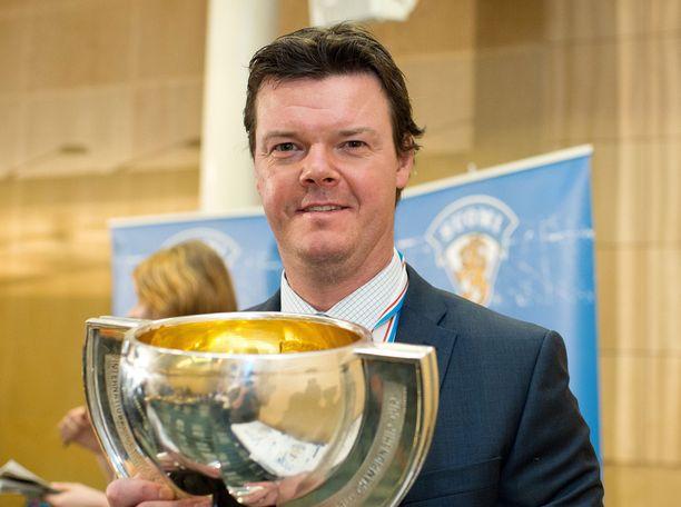 Jääkiekkovalmentaja Karri Kivi kannusti Olli Lindholmia lähtemään ohjelmaan mukaan.