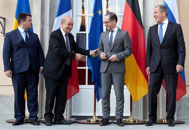Normandian ryhmä kokoontui jälleen pohtimaan, kuinka Ukrainan tilanne saadaan rauhanomaisesti ratkaistua. Kuvassa vasemmalta alkaen ulkoministerit Pavlo Klimkin Ukrainasta, Jean-Yves Le Drian Ranskasta, Heiko Maas Saksata ja Sergei Lavrov Venäjältä.