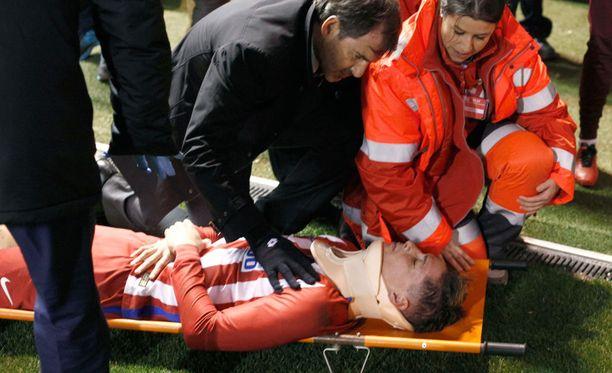 Torres viettää yön sairaalassa tarkkailtavana, Atleticon Twitter-tilillä kerrotaan.