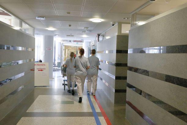 Sairaanhoitajaliiton puheenjohtaja Nina Hahtelan mukaan varustetilanne sairaaloissa on pääosin hyvä. Kuva Pohjois-Karjalan keskussairaalasta.