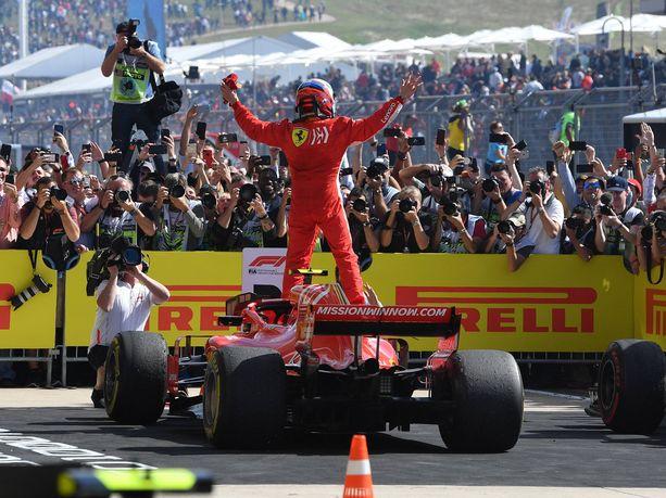 Kimi Räikkönen tuuletti Austinissa uransa 21. GP-voiton kunniaksi. Räikkösen edellisestä voitosta oli kulunut viisi ja puoli vuotta.