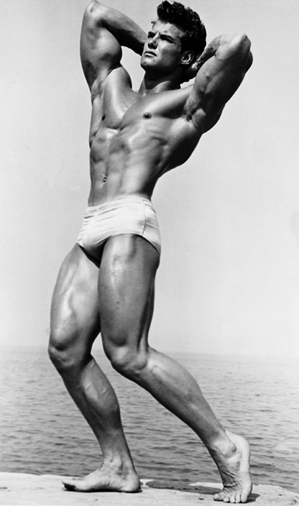 Steve Reeves oli kehonrakentaja ja filmitähti. Hän voitti Mr Universe -tittelin vuonna 1950. Kuva vuodelta 1946.