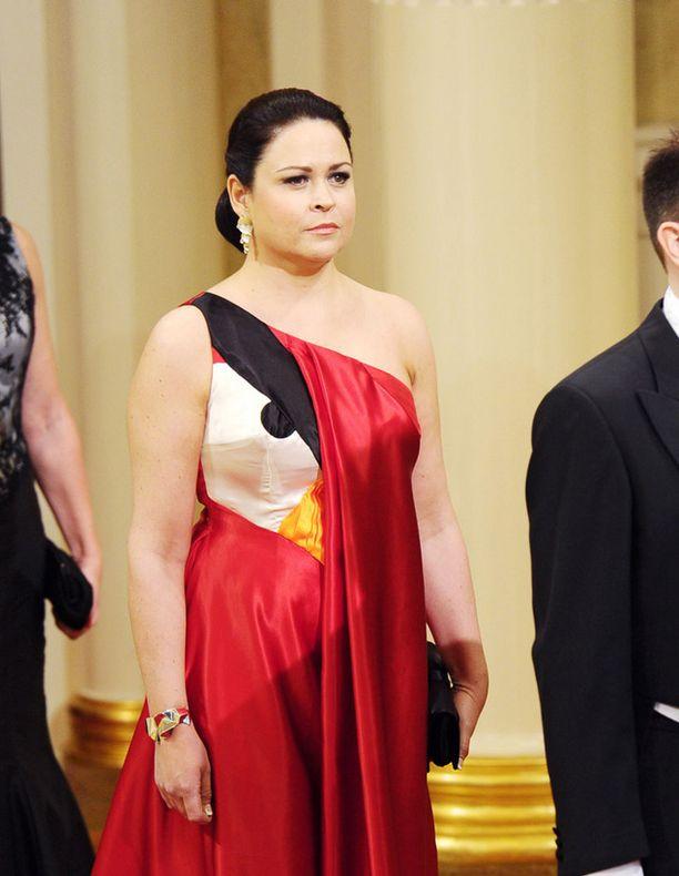Teija Vesterbackan näyttävä Angry Birds -puku keräsi katseet Linnassa.