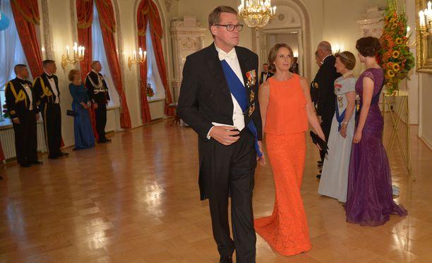 Matti Vanhanen edusti juhlapäivällisellä naisystävänsä Heidi Huhtamaan kanssa.