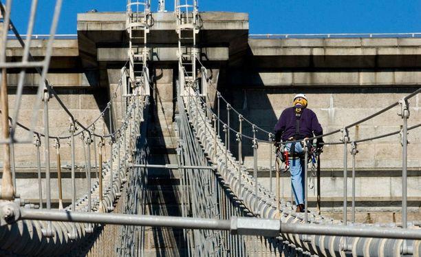 Nuori nainen putosi sillalta kuolemaan Etelä-Carolinan osavaltiossa. Kuvituskuva.