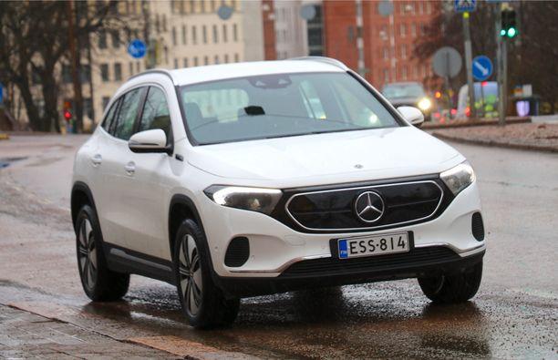 Otimme ensituntumat Mercedeksen uuteen sähköautoon Helsingin kaduilla.