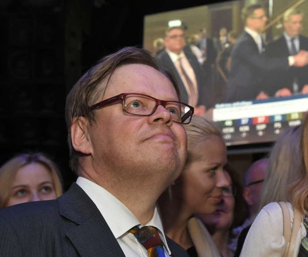 Juhana Vartiainen nousee eduskuntaan.