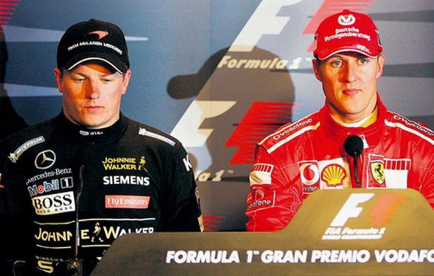 VALLANVAIHTO KÄYNNISSÄ? Michael Scumacher onnitteli Kimiä aika-ajon päätyttyä. Räikkösen on arveltu siirtyvän ensi kaudella Scumacherin tilalle Ferrarille.