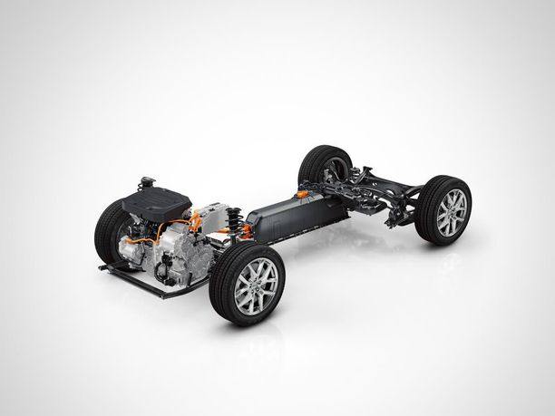 Pohjalevy on auton kallein yksittäinen osa. Nyt Volvo ja Geely ryhtyvät käyttämään samaa moneen autoon venyvää tekniikkaa kompaktien autojen kokoluokassa.