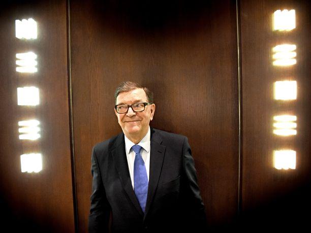Keskustaan paluun tehnyt Paavo Väyrynen toivoo presidentin, pääministerin ja ulkoministerin tekevän yhteistyötä ulkopoliittisissa linjauksissa.