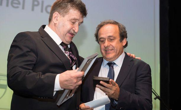 Palloliiton puheenjohtaja Pertti Alaja ja Uefan puheenjohtaja tapasivat viime lokakuussa Helsingissä.