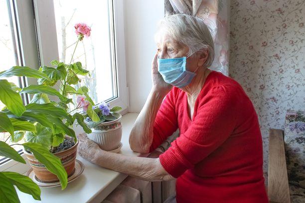 Koronaviruspandemian vuoksi moni on nyt eristyksissä läheisistään.