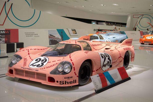 Legendaarinen possu. Lyhyempi ja leveämpi, pinkinvärinen erikoisversio Porschen kilpa-autosta 917 oli tyyppinimeltään 917/20. Noin 600 hevosvoimaisen auton kutsumanimi oli Pink Pig (pinkki possu) ja autoon olikin merkattu possuruhon eri osat. Se herätti hilpeyttä.