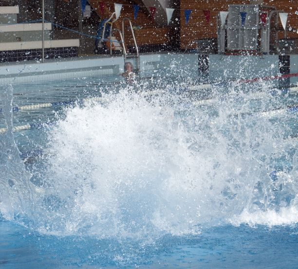 10-vuotias tyttö loukkaantui perjantaina Mäkelänrinteen uintikeskuksessa Helsingissä. Kuvituskuva.