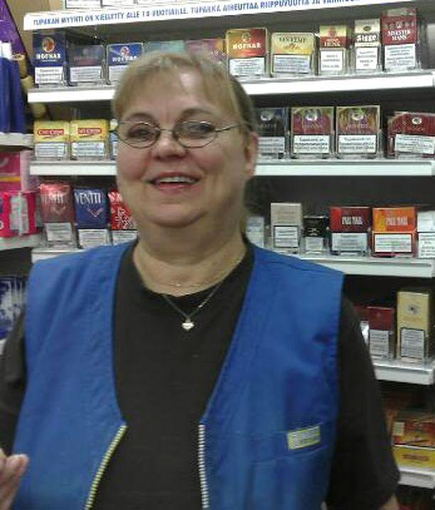 – Sanktio on pienipalkkalaiselle kova, jos myy alaikäiselle. Valvonta lisääntyy, harmittelee Eevi Pynnönen.