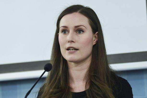 Pääministeri Sanna Marinin (sd) mukaan Suomen lainsäädäntö on osoittautunut jäykäksi rajoittamistoimissa.