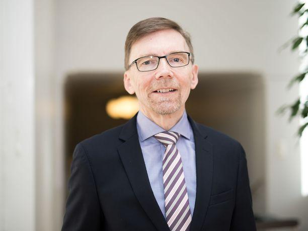 Kriisin keskellä. Valtioneuvoston kanslian omistajaohjausosaston osastopäällikkö Kimmo Viertolan mukaan Postin hallitus on hoitanut tehtäviään hyvän hallintotavan ja osakeyhtiölain mukaisesti.