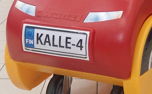 Kauppias tilasi rekisterikilven suunnittelijan eli 4-vuotiaan Kallen mukaan, mutta muutkin lapset saavat tietysti ajella sillä.