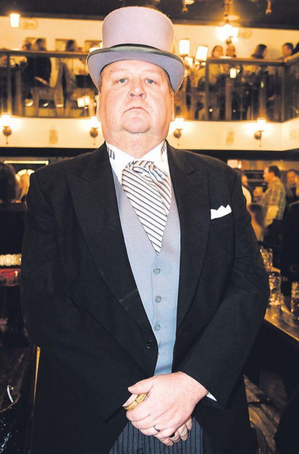 ...KUN TAAS NYT 50-vuotisjuhliaan lauantaina viettänyt Kivinen painaa nyt peräti 30 kiloa vähemmän.