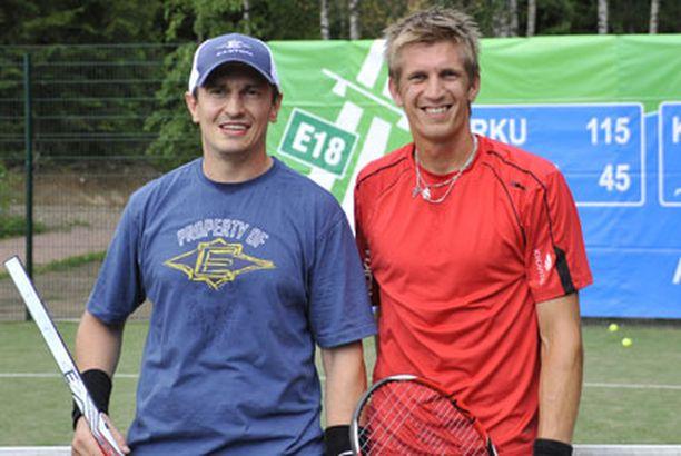Matsin jälkeen Ville Peltosen hymy oli hyytynyt. Jarkko Nieminen kirjasi ottelun voiton.