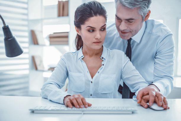 Työpaikalla voi käyttäytyä eri tavoin väärin.